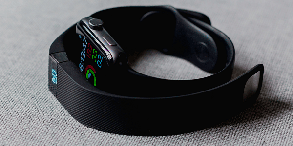 Fitbit and Apple Watch. How to choose a fitness watch