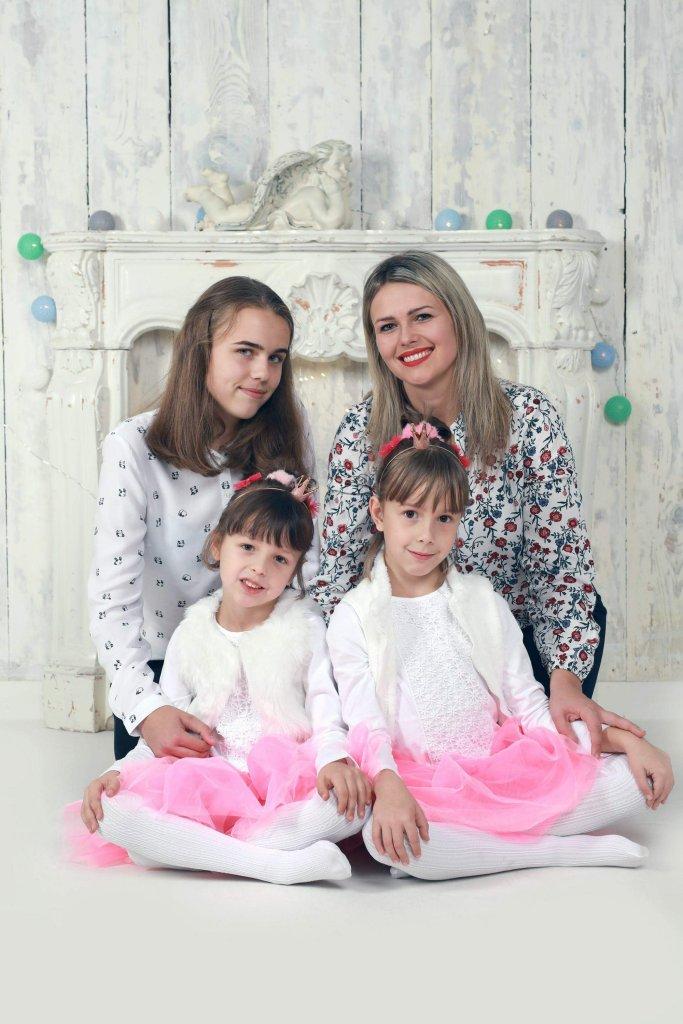Magdalena Wiżgała z córkami