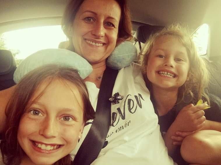 Kamila Bartoszek z córkami