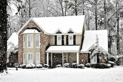 Struggling to Sell Your House in the Winter? Try These Innovative Home Staging Tips