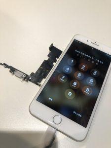 iPhone8+とそのコネクタ