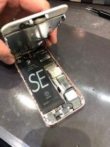 iPhoneSE1(旧iPhoneSE)も修理やバッテリー交換致します!!