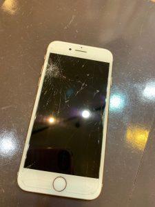 iPhone アイフォン 7 画面 破損 バキバキ 割れ 修理