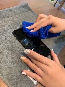 ガラスコーティング中のアイフォン