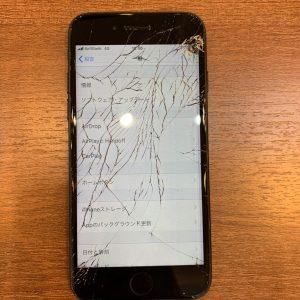 画面が割れて壊れたiPhone7