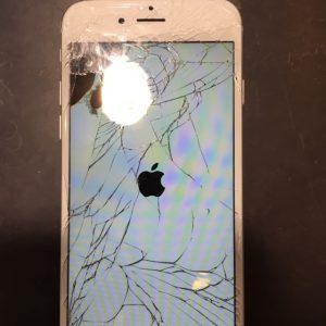 落とした衝撃で画面が割れ液晶に黒ずみが出来てきた?!【iPhone7 画面修理 】9/4スマートクール各務原オープン