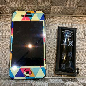 膨張したバッテリーを交換したiPhone4