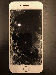 車に轢かれたiphone6の修理