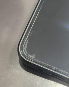 ガラスフィルムがケースに干渉して気泡が入ったiPhone12