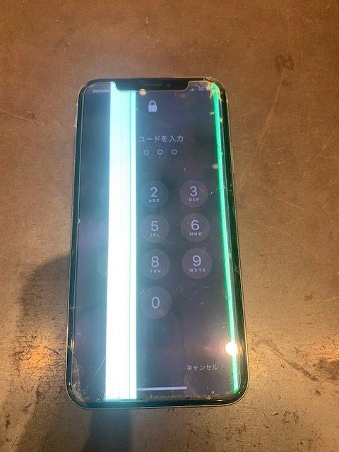 iPhoneX 画面に光る縦線