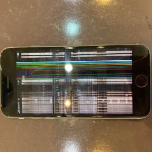液晶パネルが故障したiPhone