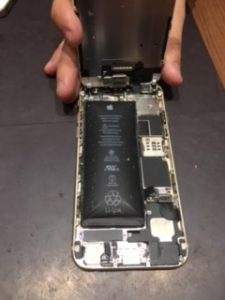 iPhone5Sのバッテリー交換・膨張したバッテリーは危険・三豊市のお客様