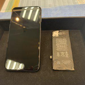 バッテリー交換したiPhone8