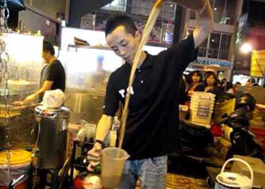 8 Best Street Food At Shilin Night Market Taipei Taiwan