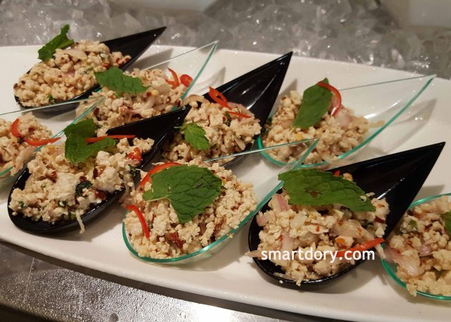 Yam Woonsen Gai Sab (spicy minced chicken salad)_smartdory
