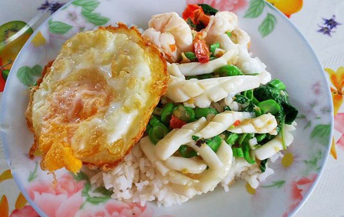 Travel Tips For Eating Economy Rice in Asia