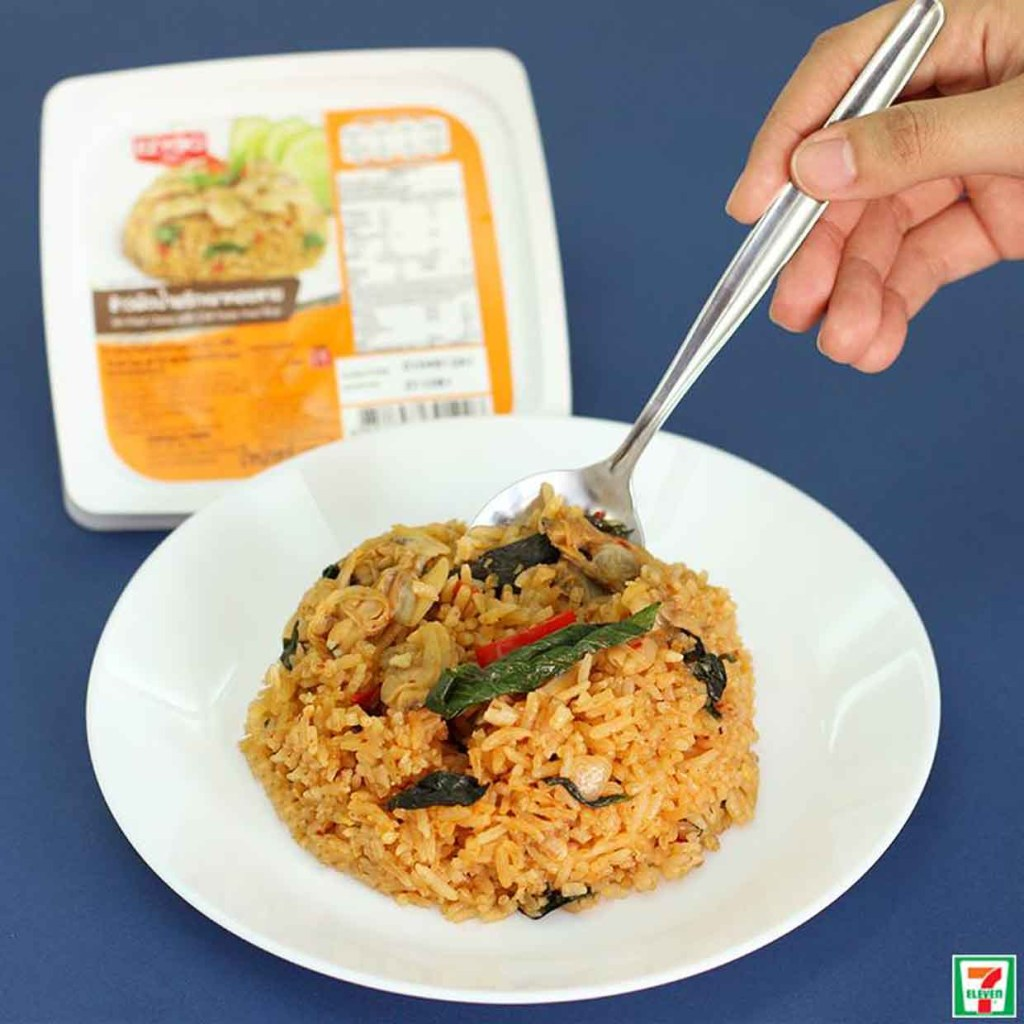 Hot Ready Made Meals You Must Try in 7-Eleven Thailand! Fried Rice with Clams