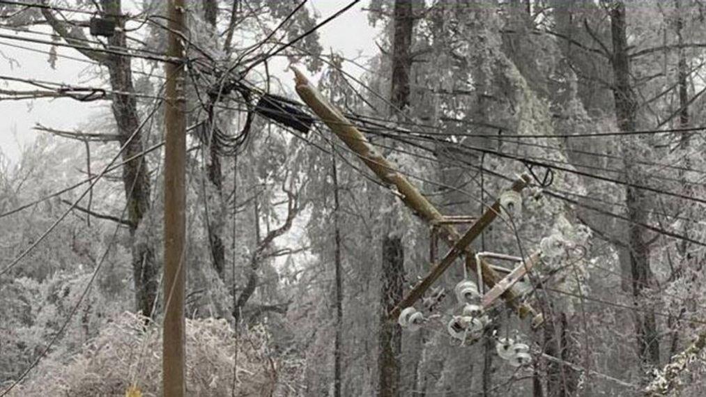 Tempestade de inverno assola o Texas à medida que os cortes de energia continuam
