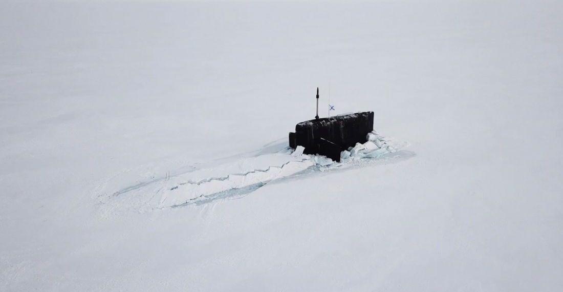 3 submarinos nucleares russos atravessam simultaneamente o gelo do Ártico
