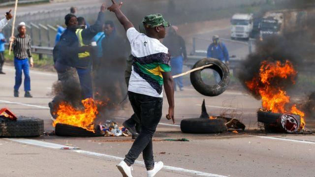 Supermercados portugueses saqueados e incendiados na África do Sul