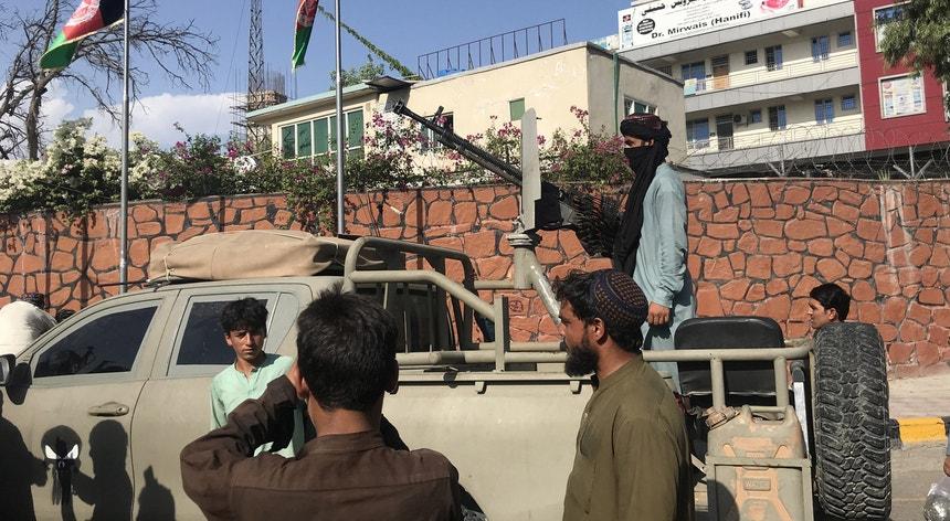 Afeganistão. Talibãs chegam a Cabul