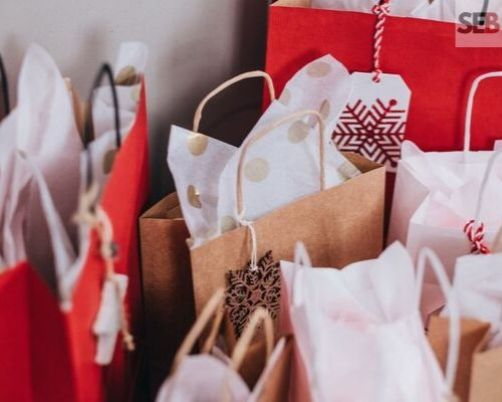 holiday marketing ideas for this christmas - give gift bags - smart entrepreneur blog