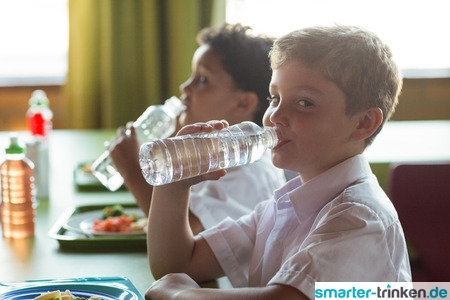 Schulbeginn: Wer ausreichend trinkt, kann sich besser konzentrieren