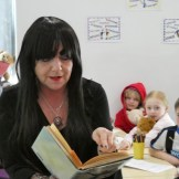 mrs price reads to yr4