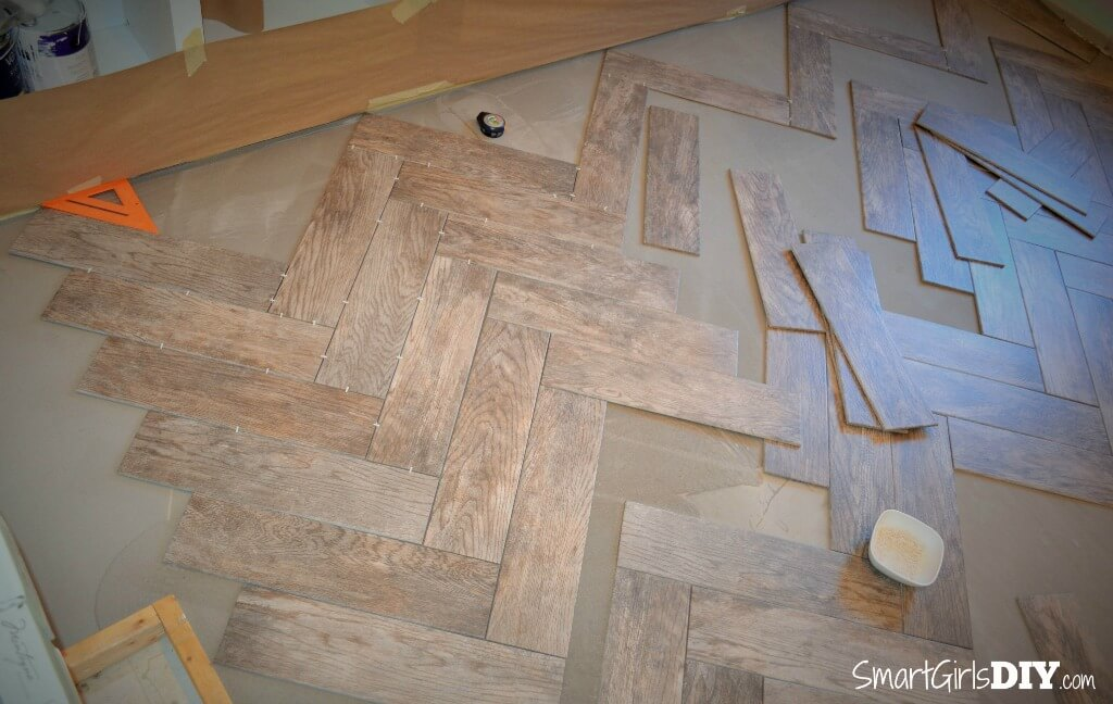 Wood look floor tile in a herringbone pattern