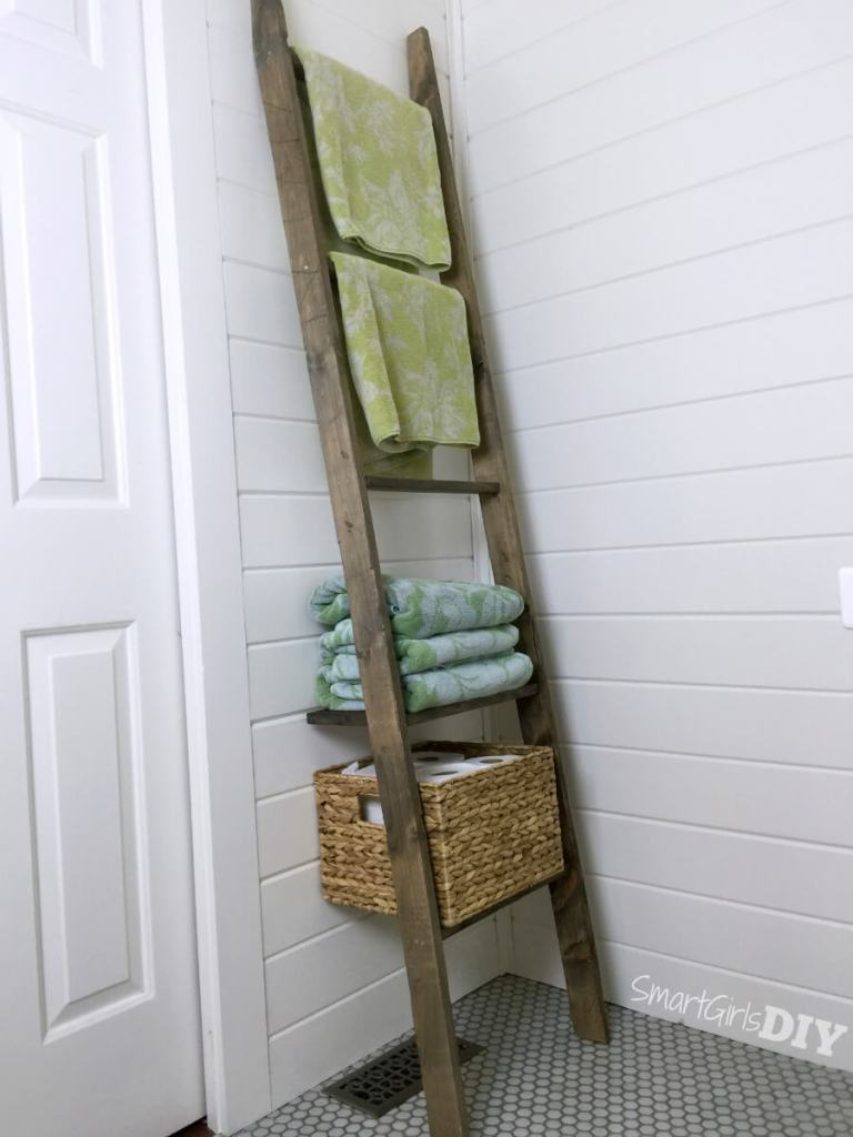 One Board Challenge - Do-it-yourself bathroom storage ladder