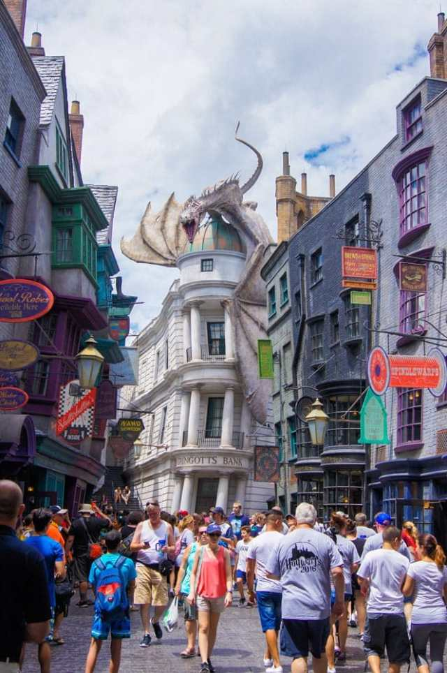 A simple list of the 5 Things You Must Absolutely Do at Universal Studios to get the most out of your vacation.
