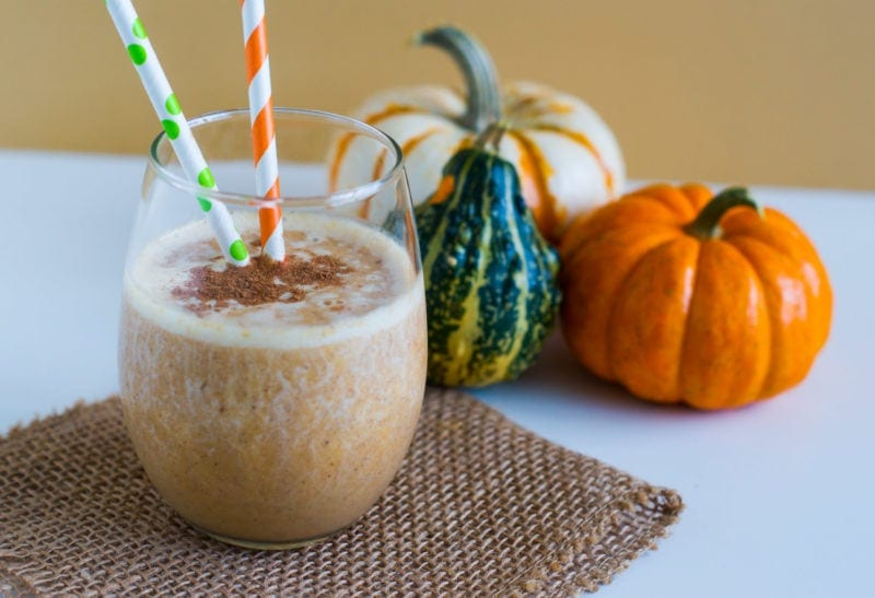 Pumpkin Spice Protein Smoothie ~ A sweet, healthy and delicious protein packed smoothie with all the flavors of a yummy pumpkin pie. #ad #Fallrecipe #pumpkinpie