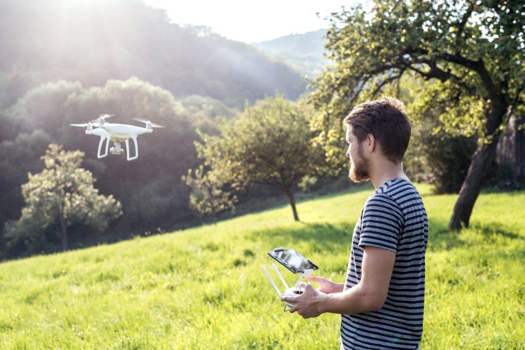 Laut Drohnen-Verordnung dürfen die kleinen Flieger nur in Sichtweite geflogen werden.