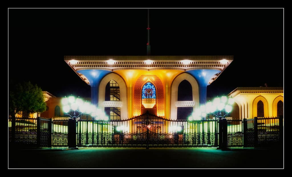wp-content-uploads-2012-03-al-alam-palace-night-view