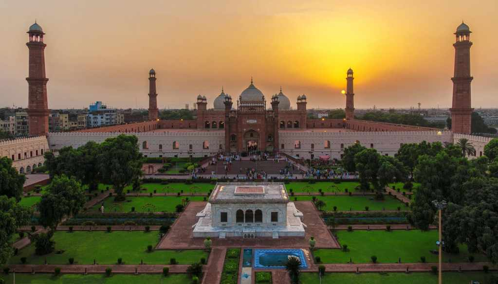 beautiful Badshahi Mosque