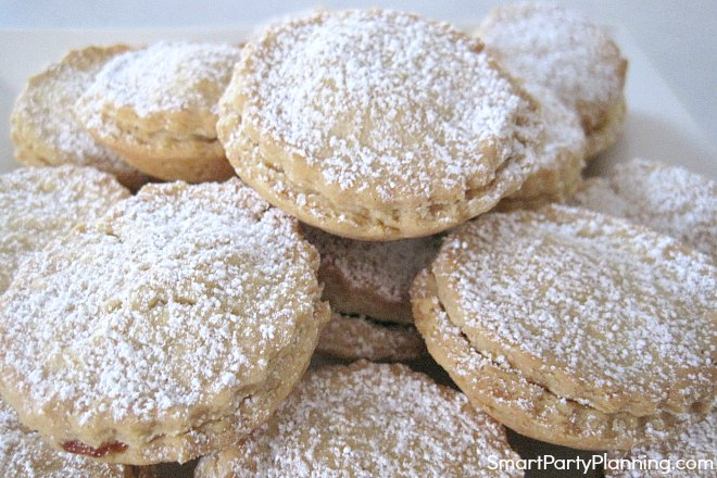 Plate of easy mince pies