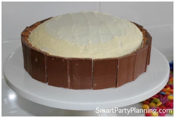 How to make a kit kat cake