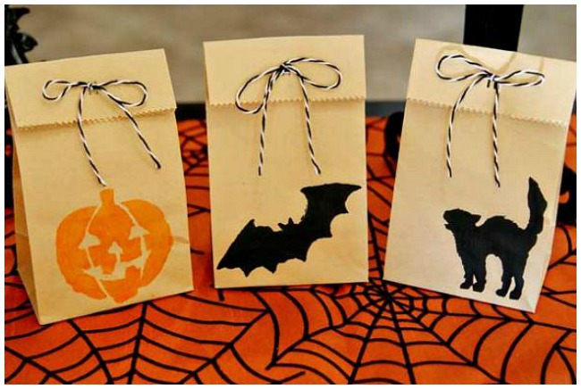 Stencil Halloween treat bags