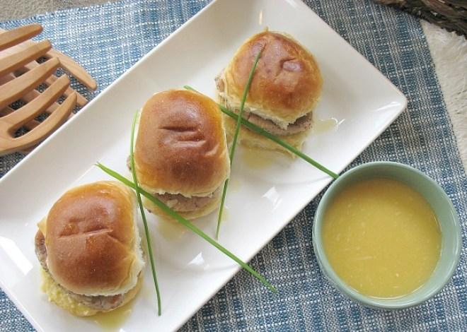 Easy Pork Sliders with Garlic Gravy #Easter Recipe