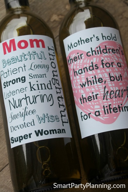 Close up of the printable Mother's day wine labels