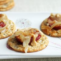 Crackers with Sausage and Onion I Smart Party Planning