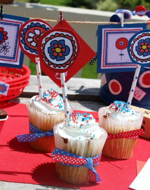 Patriotic cupcakes and cupcake toppers