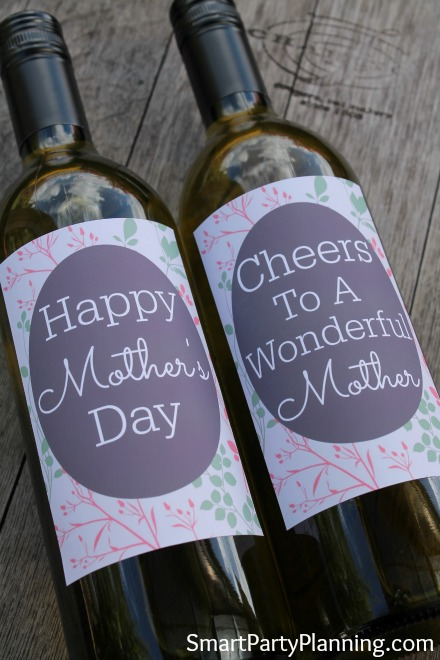 If you are looking for a last minute mother's day gift that you know she will absolutely love, check out these DIY printable wine bottle labels. Simply choose mom's favourite bottle of wine, remove the existing label and attach the new one. It is easy to organize, and it is one of those gifts that you know will be loved. Printable labels look amazing and are great for adding a personal touch to gifts.