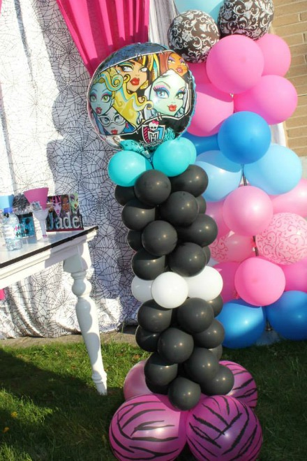 Monster high balloon tower