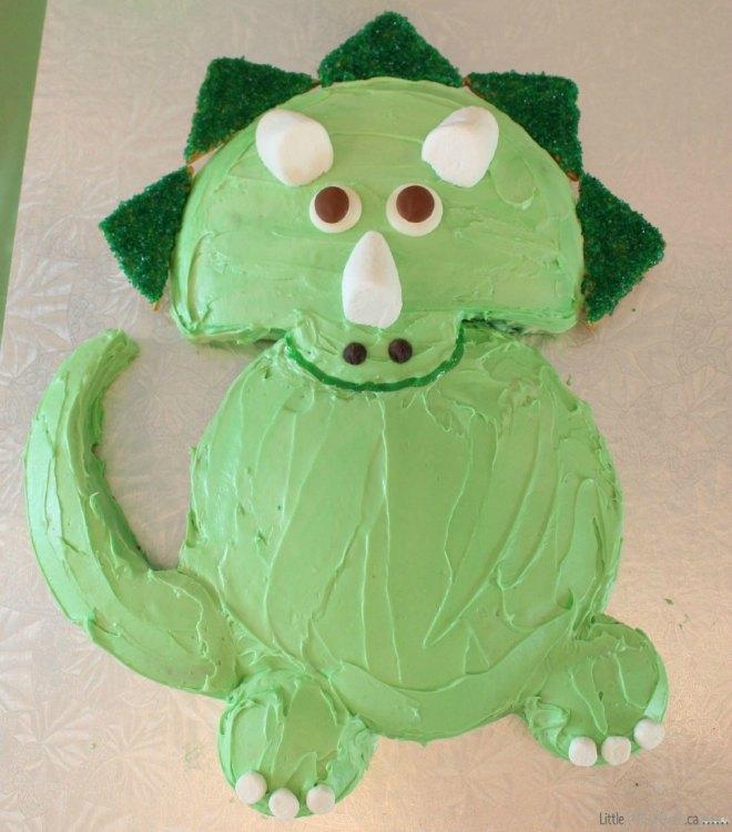Easy triceratops dinosaur cake