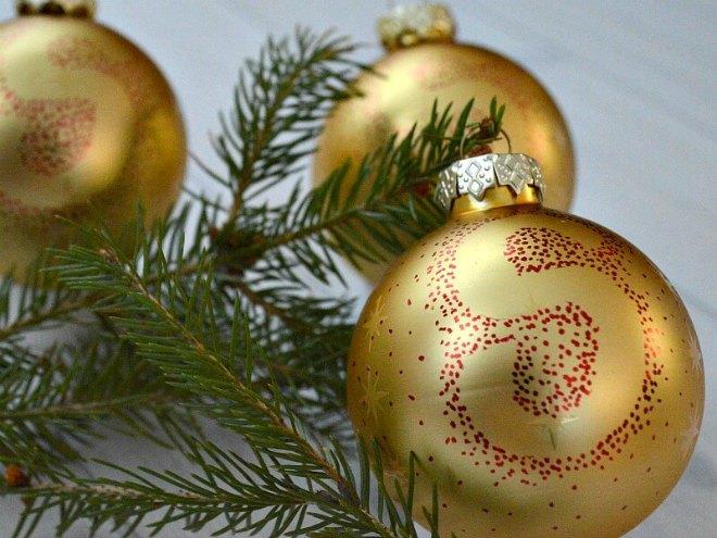 Easy Sharpie Christmas Tree Ornaments