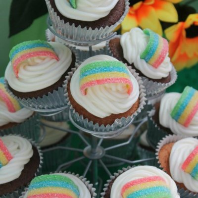 How To Make Super Easy Rainbow Cupcakes
