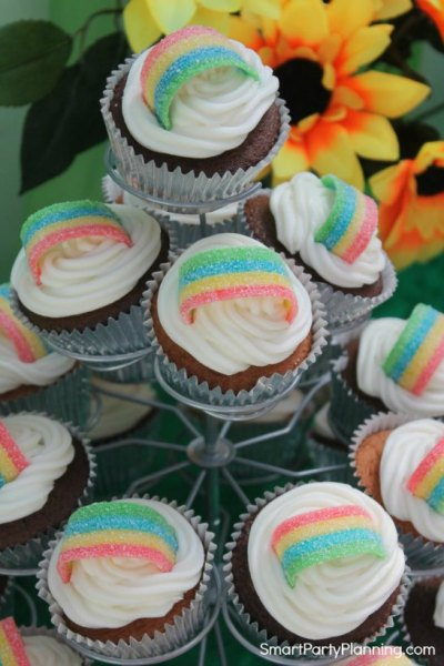 How to easily make rainbow cupcakes