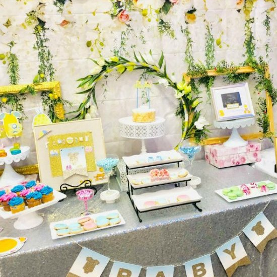 floral baby shower table featured