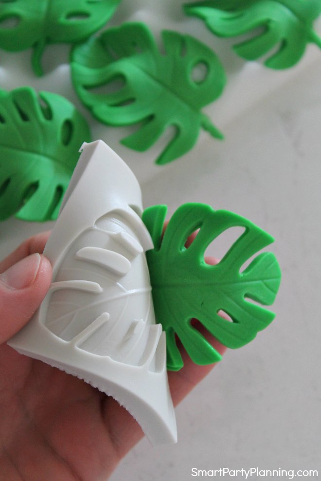 Peel the fondant leaf from the silicon mold